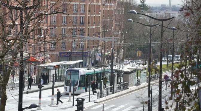 De la ville-musée à la ville-monde, les enjeux de la toponymie du tramway parisien